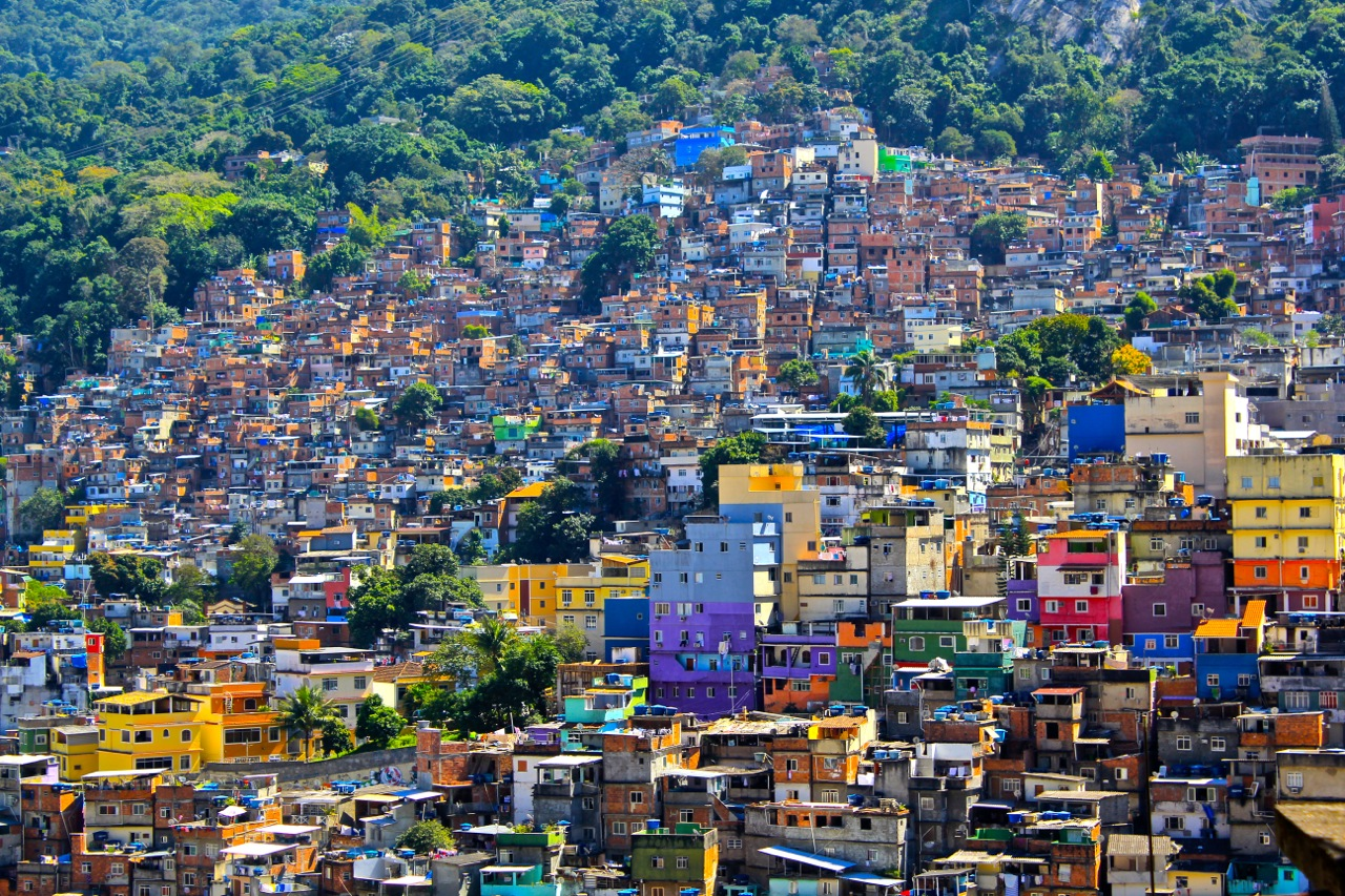 brazilian favelas The favelas in brazil are violent to the naked eye it was initially a worry when i decided to embark on my study-abroad journey due to the rates of crime and drug violence, my family and friends told me to stay away from these areas.