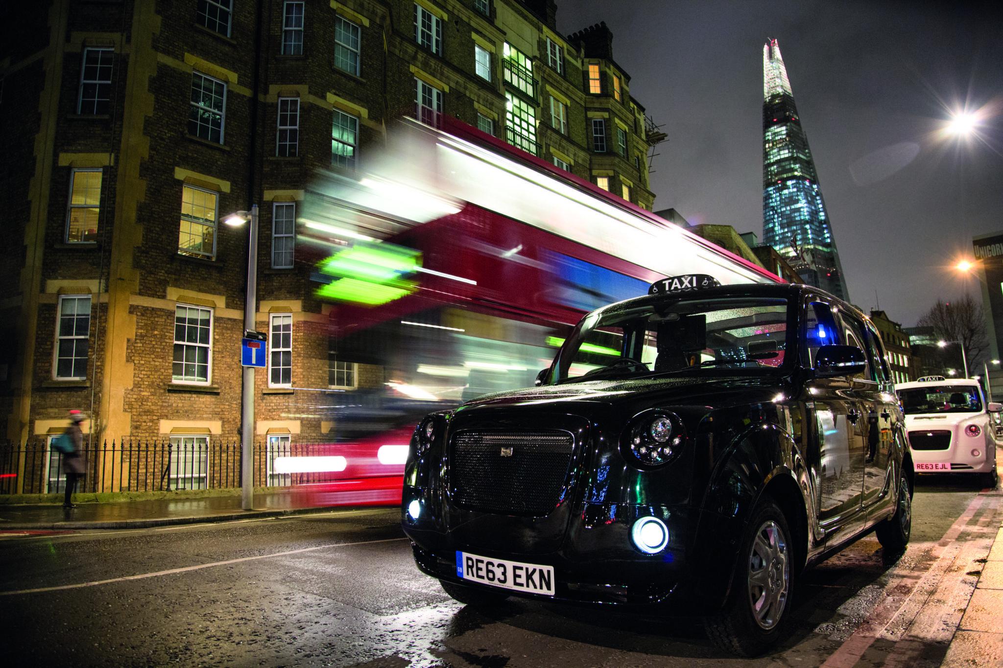 Night lights queens walk london - 10 Tower Bridge