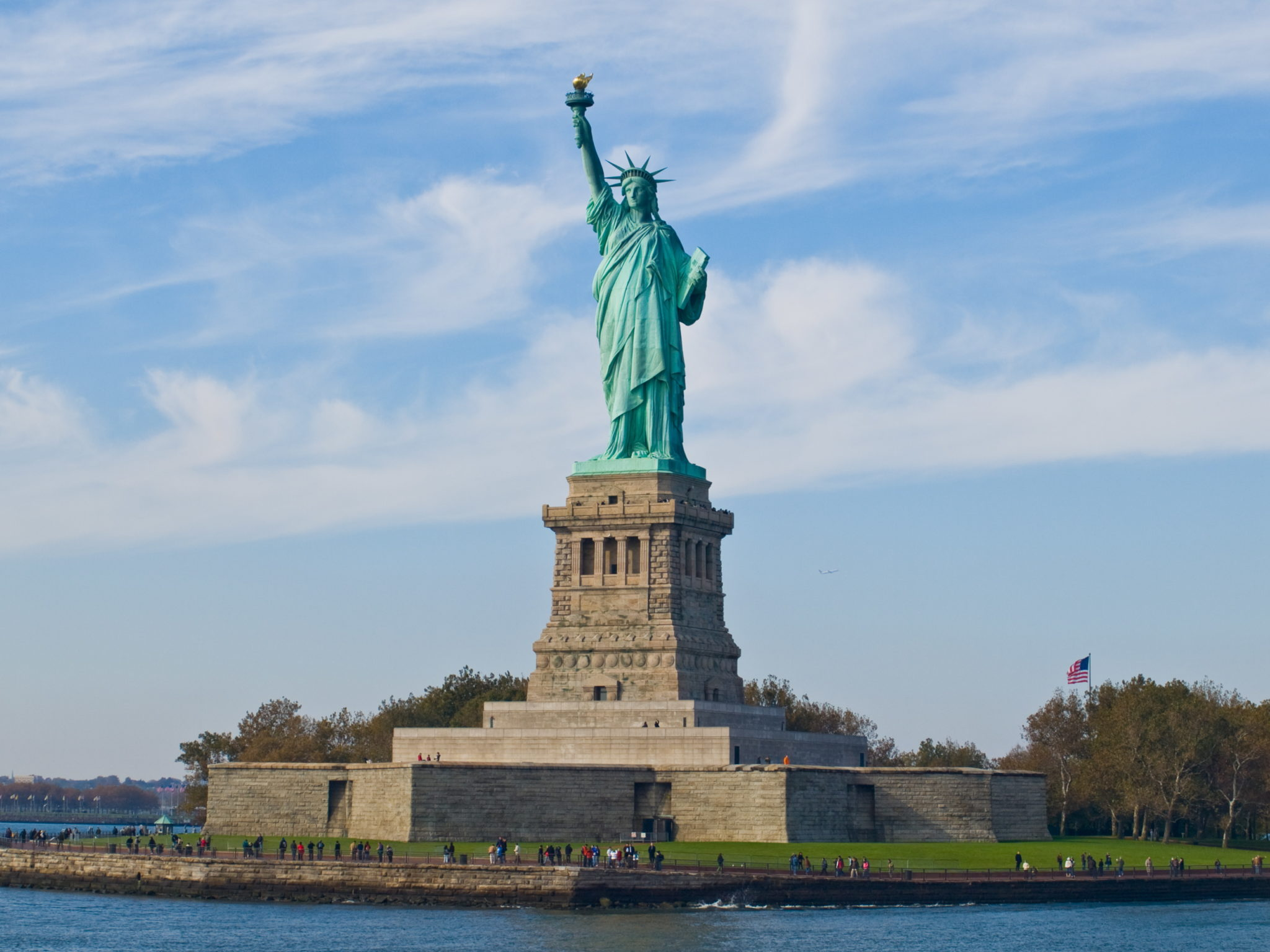 You can 39 t go to new york and not see these 20 must see new for Must see nyc attractions