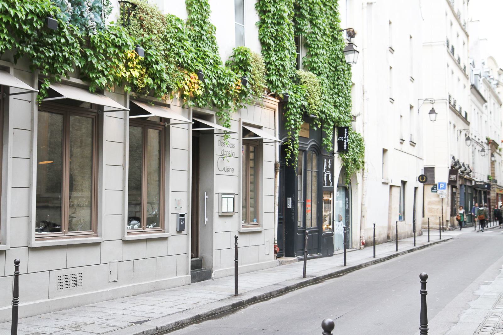 paris neighbourhoods le marais neighbourhood guide. Black Bedroom Furniture Sets. Home Design Ideas