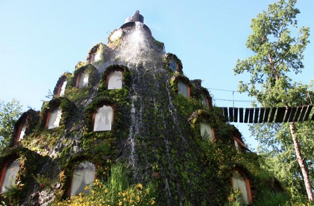 Volcano-hotel