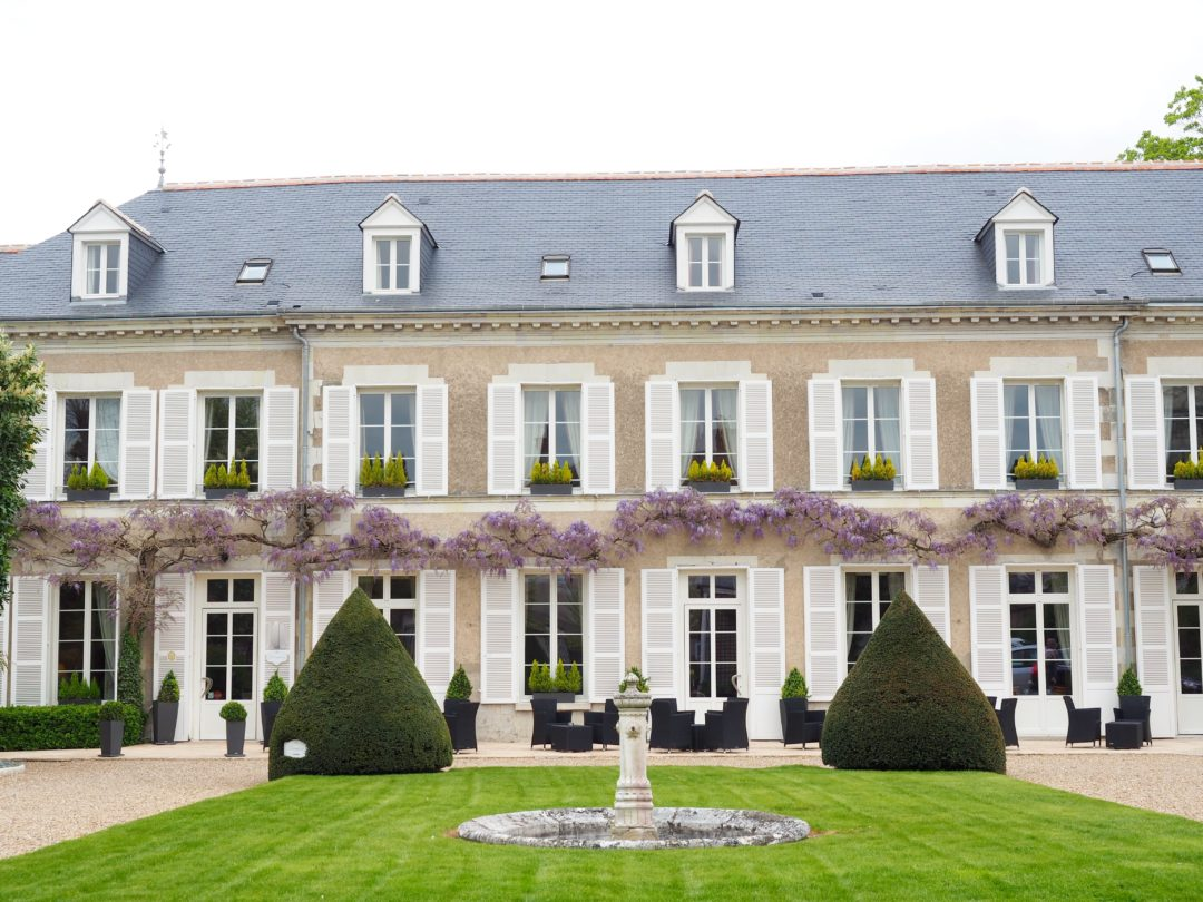 Checking in manoir les minimes in loire valley world of for Hotel design loire