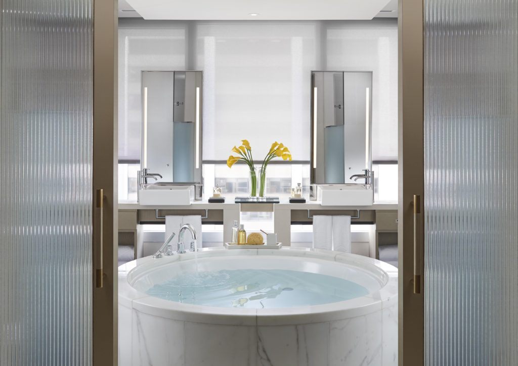 LMHKG Redesigned L900 Landmark Suite Bathroom - Landscape