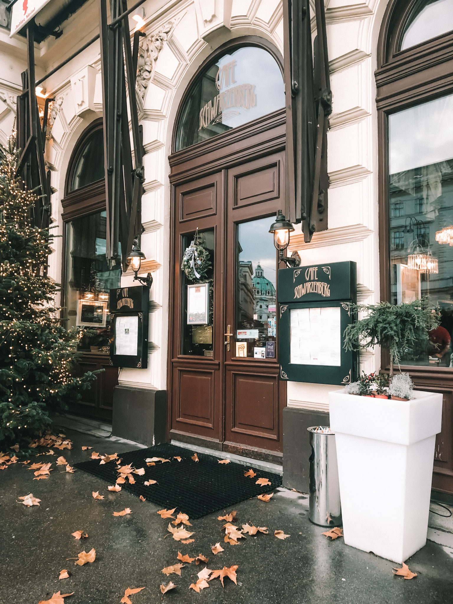 Christmas in Vienna Things to Do | WORLD OF WANDERLUST